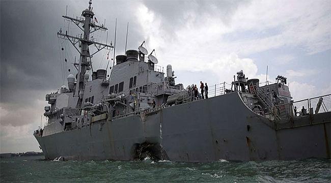 ABD savaş gemisi petrol tankeriyle çarpıştı: 10 asker kayıp