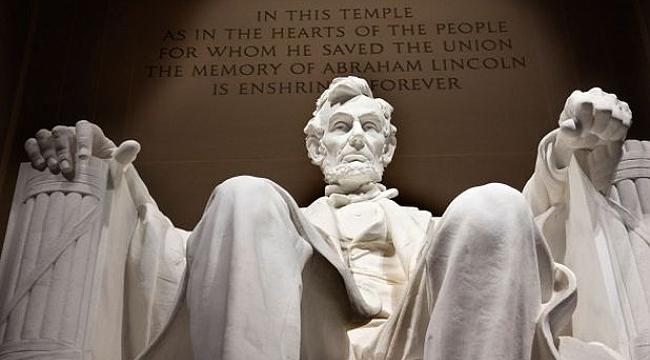 Abraham Lincoln Anıtına Saldırı