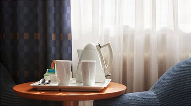 İç Çamaşırını Otelin Kettle'nda Yıkayınca...