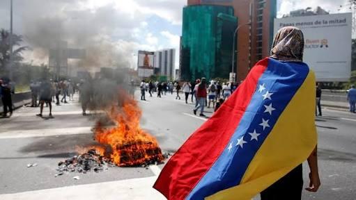 Venezuella'nın üyeliği süresiz askıda...