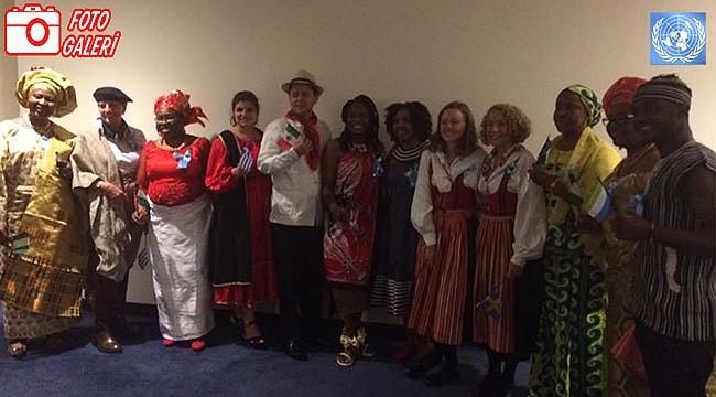 BM Çalışanları Ulusal Kıyafetleri ile Geldi