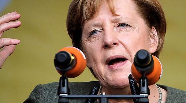 Merkel Türk kökenli seçmenden oy istedi