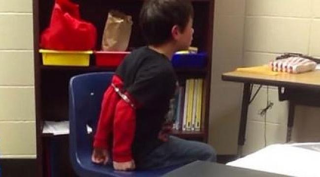 Çocuklara Ters Kelepçe Takan Polise Ceza
