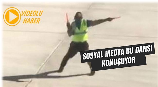 Uçuş görevlisinin dansı sosyal medyada rekor kırdı