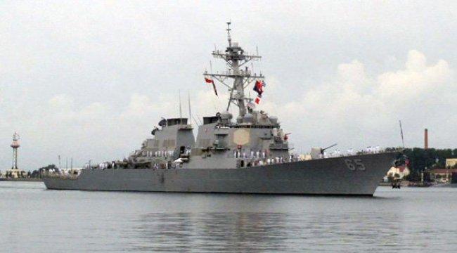 ABD savaş gemisine römorkör çarptı