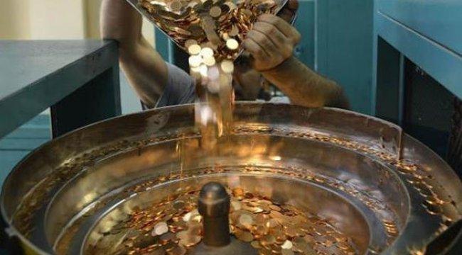 Darphane harıl harıl altın üretiyor