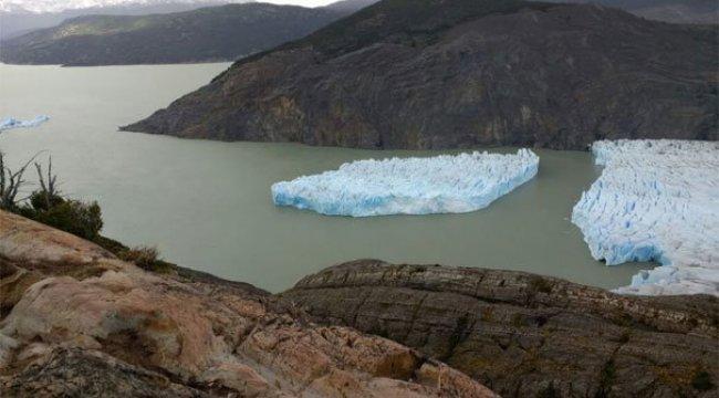 Dev buz parçası koptu!