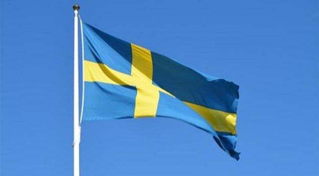 İsveç'te cami kapısına ırkçı saldırı