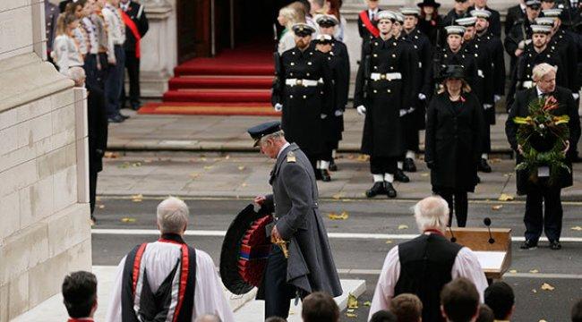 Kraliçe törendeki rolünü prense devretti