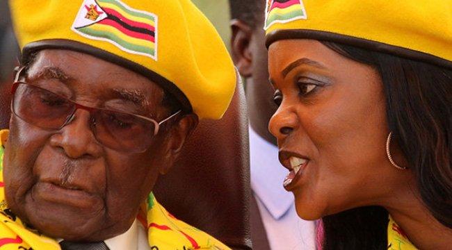 Mugabe Görevi Bırakırken Ağladı