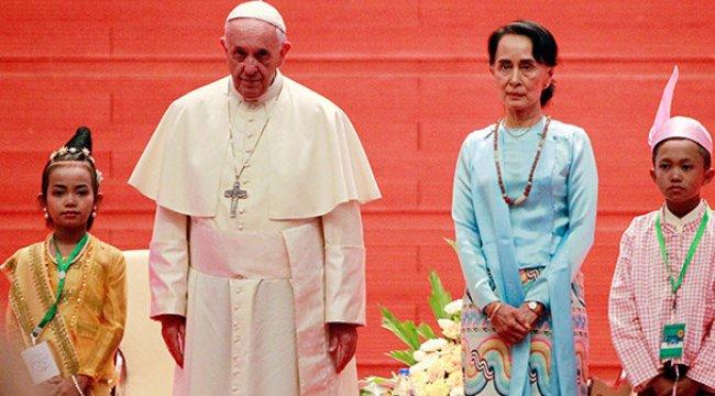 Papa Myanmar'a gitti ama...