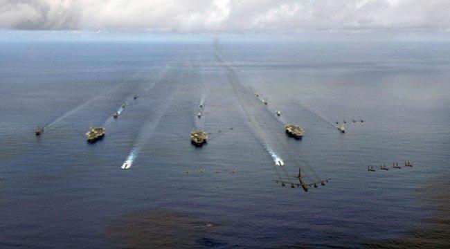 Uçak gemileri harekete geçti! Nükleer savaş için yalvarıyor