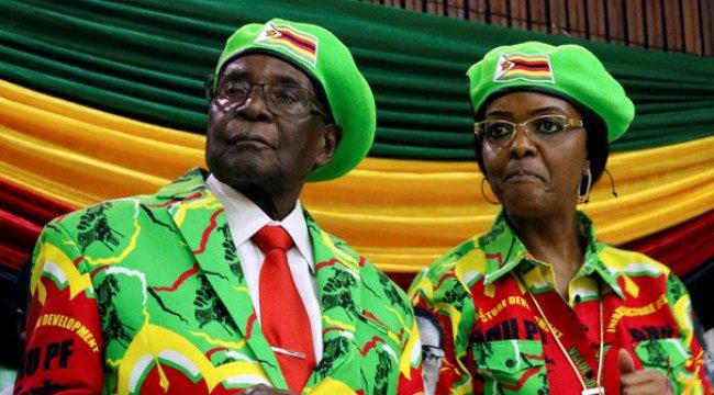 Zimbabve'de beklenen oldu! Mugabe parti liderliğinden alındı