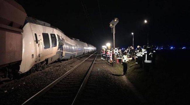 Almanya'da korkunç kaza! Yük treni ile yolcu treni çarpıştı