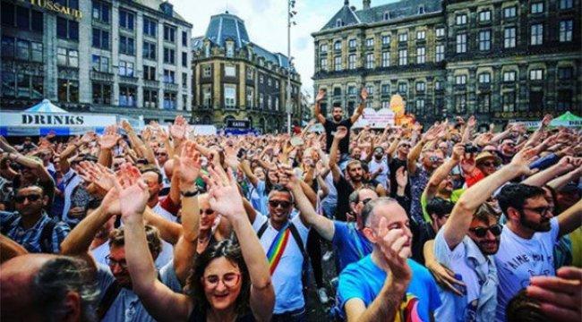 Amsterdam Belediyesi yıllarca eşcinselleri fişlemiş!
