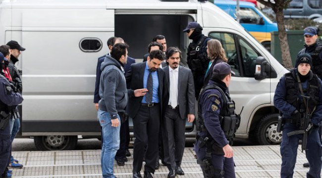 Darbeci askerleri iade etmeyen Yunanistan'dan flaş karar!
