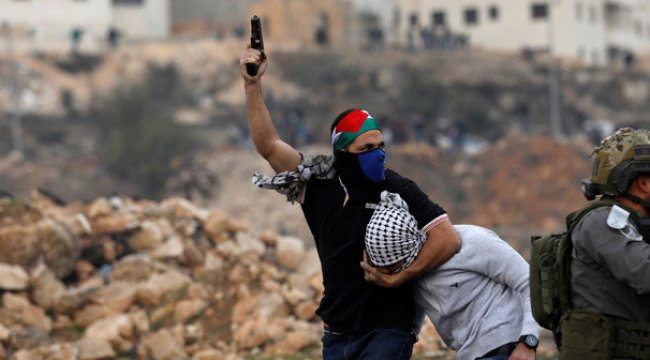 Filistin'den şok fotoğraflar! Yüzleri maskeli İsrailli askerler sahnede