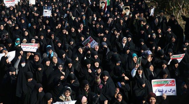 İran patladı! Bu kez rejim taraftarları gövde gösterisi yaptı