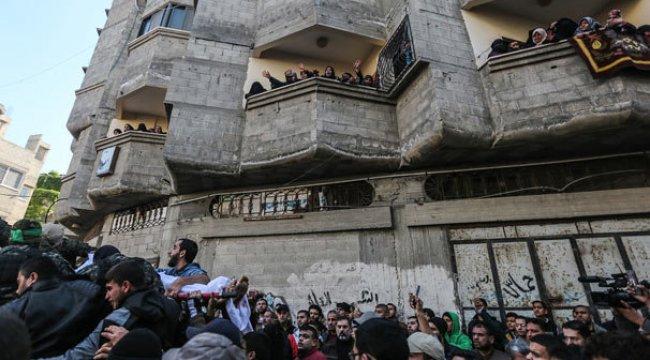 İsrail saldırısında ölenler törenle uğurlandı