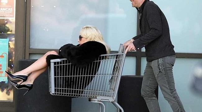 Lady Gaga Sepete Alışveriş Yaptı