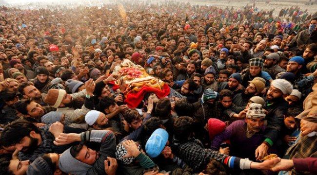 Öldürülen militanlar toprağa verildi! Dev kalabalıklar toplandı