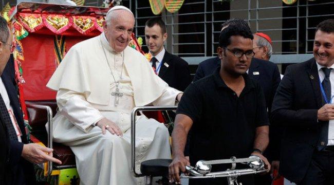 Papa, ilk kez Rohingya kelimesini kullandı