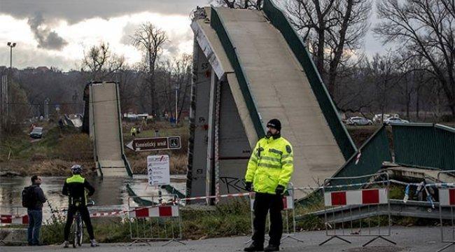 Prag'da köprü çöktü: 4 yaralı