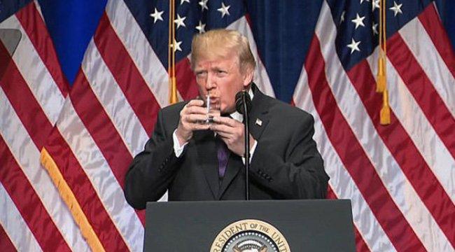 Trump'un su içişi tartışma yarattı!