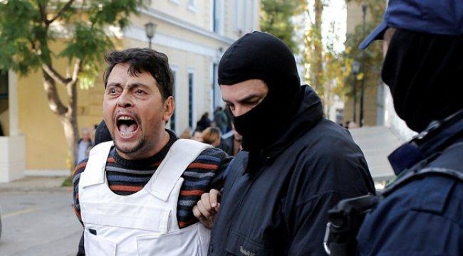Yunanistan'da aynı sahneler! Teröristler kurşun geçirmez yelekle getirildi