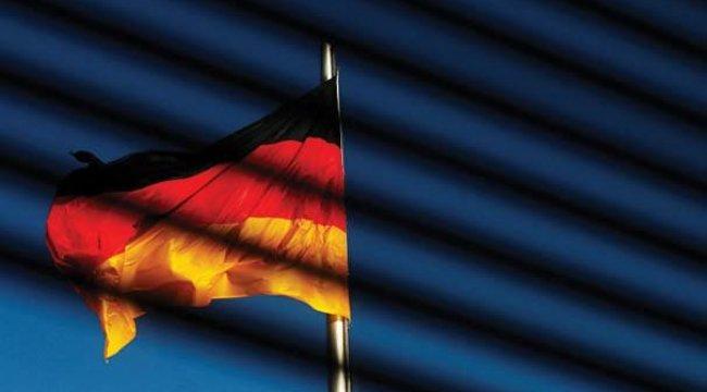 Almanya'da hakaret etmek artık suç değil!