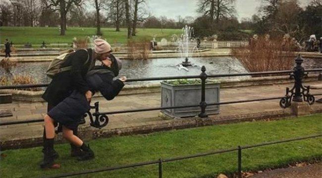 Anıl Altan'dan Pelin Akil'e Londra öpücüğü