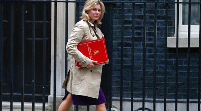 İngiltere Eğitim Bakanı istifa etti