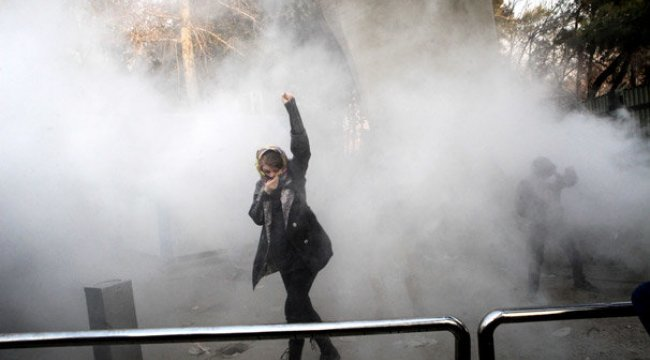 İran'daki protestolarda bir gecede 10 ölü!