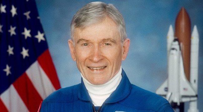 NASA'nın efsane pilotu John Young hayatını kaybetti