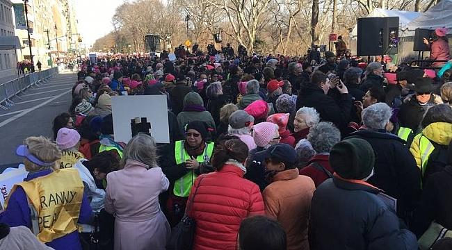 New York'ta Yüzbinlerce Kadının Trump Protestosu