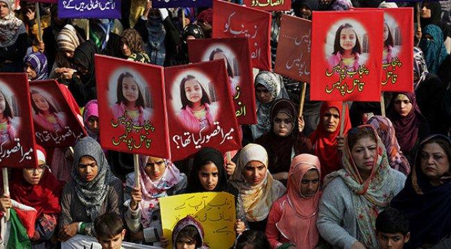 Pakistan'da kadınlar sokağa çıktı!