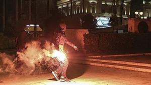 Yunan parlamentosuna molotof atıldı!
