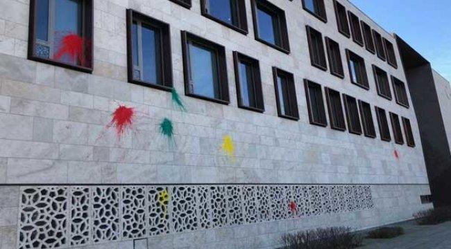 Almanya'da çirkin olay! Türk Büyükelçiliği'ne saldırdılar