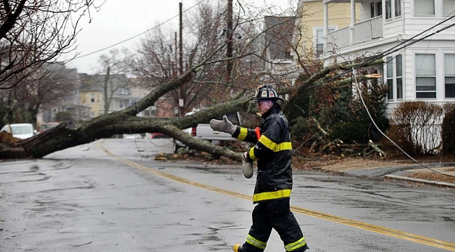2 million in 13 states struggle with power loss, flooding after nor'easter