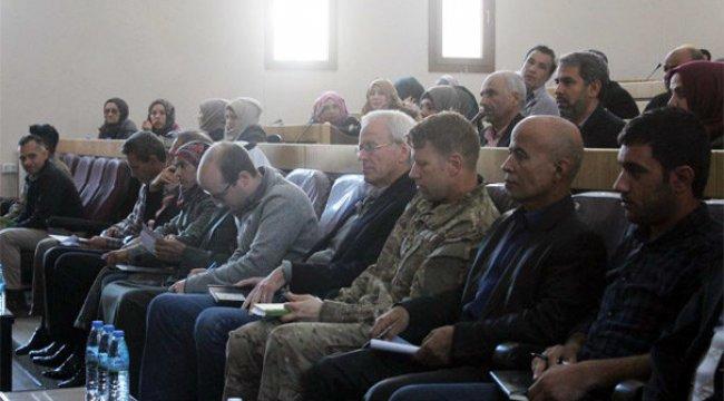 ABD askerleri YPG'lilerle Menbic'te buluştu!