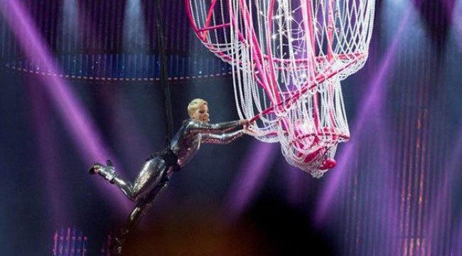 Akrobatik Pink'ten muhteşem konser