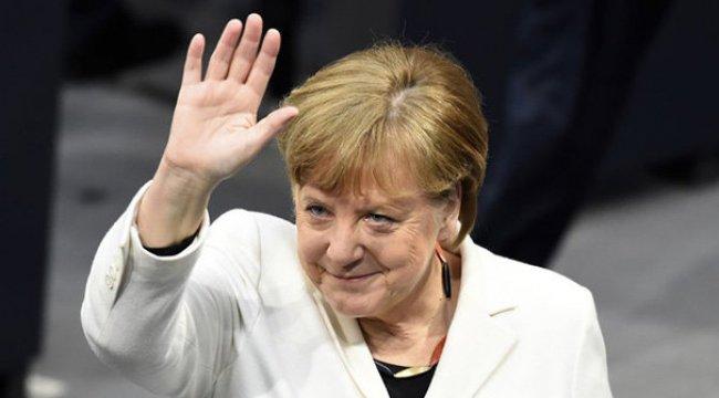 Merkel resmen seçildi!