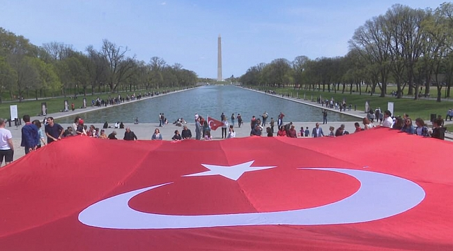ABD'de En Büyük Türk Bayrağı