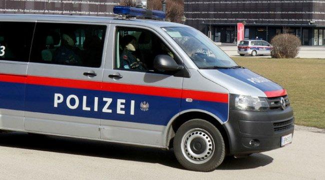 Avusturya polisinden aşırı sağcı gruba baskın