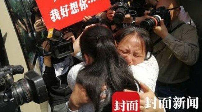 Çin'de bir baba 24 yıl aradığı kızına kavuştu
