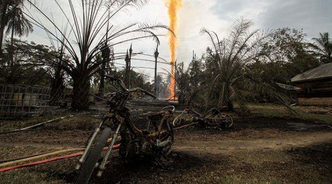 Endonezya'da kaçak petrol kuyusundaki patlama: 21 ölü
