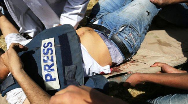 İsrailli askerlerin vurduğu Filistinli gazeteci öldü