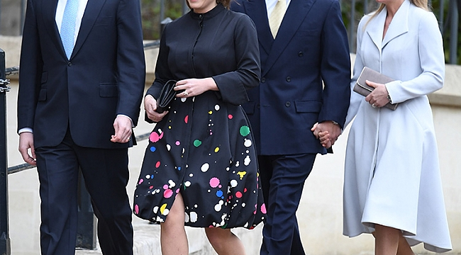 KATE IS LATE FOR EASTER AT WINDSOR