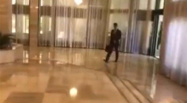Saldırı sonrası Esad'ın ilk görüntüsü! Elinde çantasıyla...