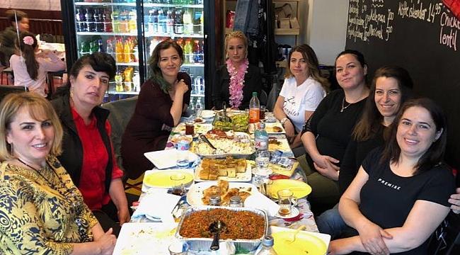 Amerikalı Türk Kadınlardan Mother's Day